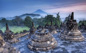 The-Hidden-Buddhist-Temple-of-Borobudur-at-Sunrise-600x375
